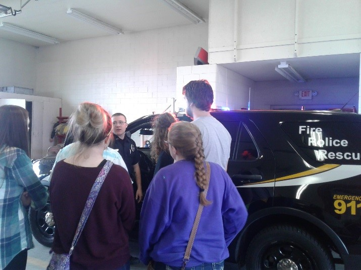 Students see Police Car